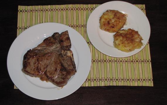 T-bone steak se selskými bramborami