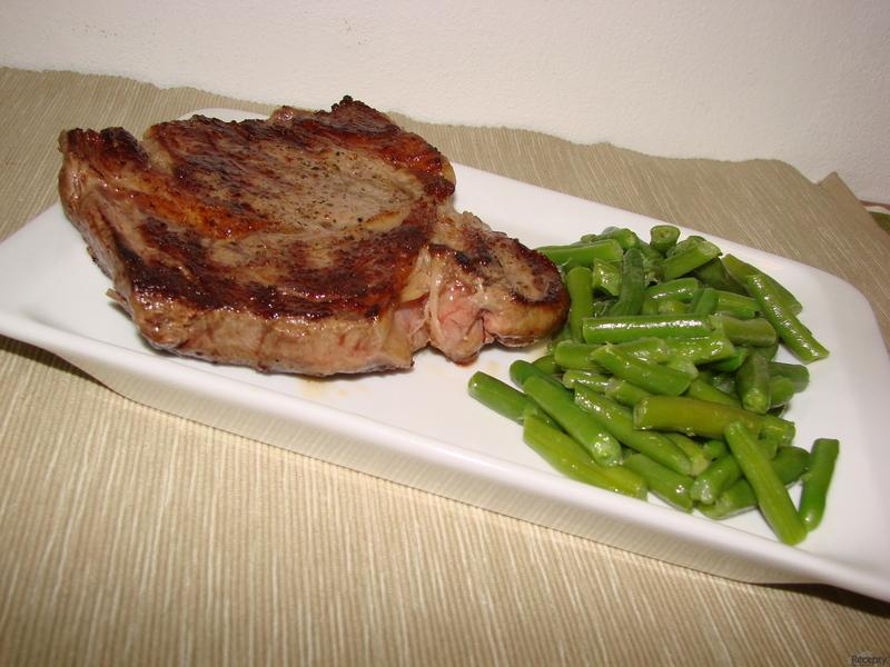 Hovězí steak se zelenými fazolkami
