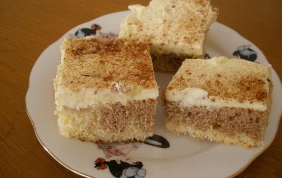 Dvoubarevný koláč s tvarohem a pudinkem