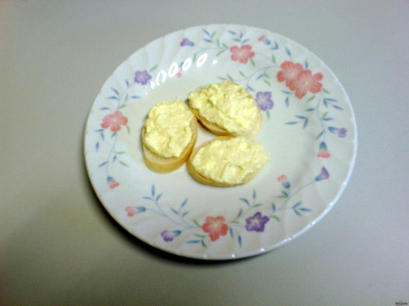 Pomazánka s česnekem a sýrem