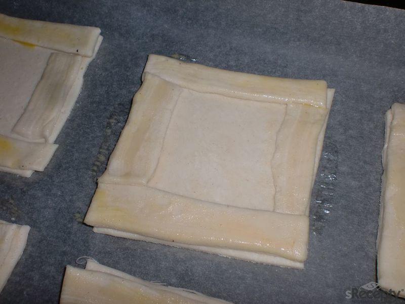 Listové čtverečky s banánovo - čokoládovou náplní