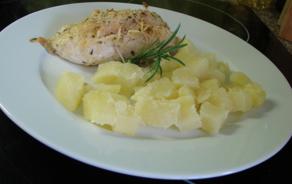 Kuřecí kapsa se šunkou v česnekovém másle