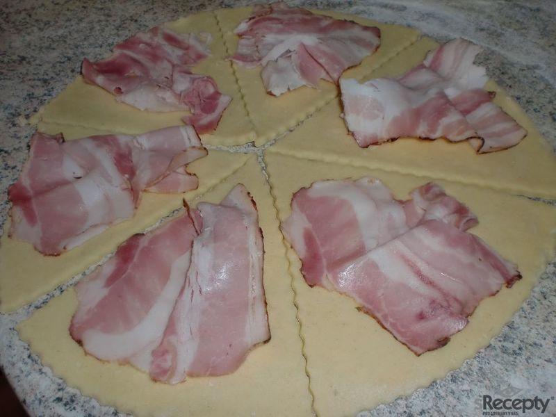 Křehké slaninové rohlíčky