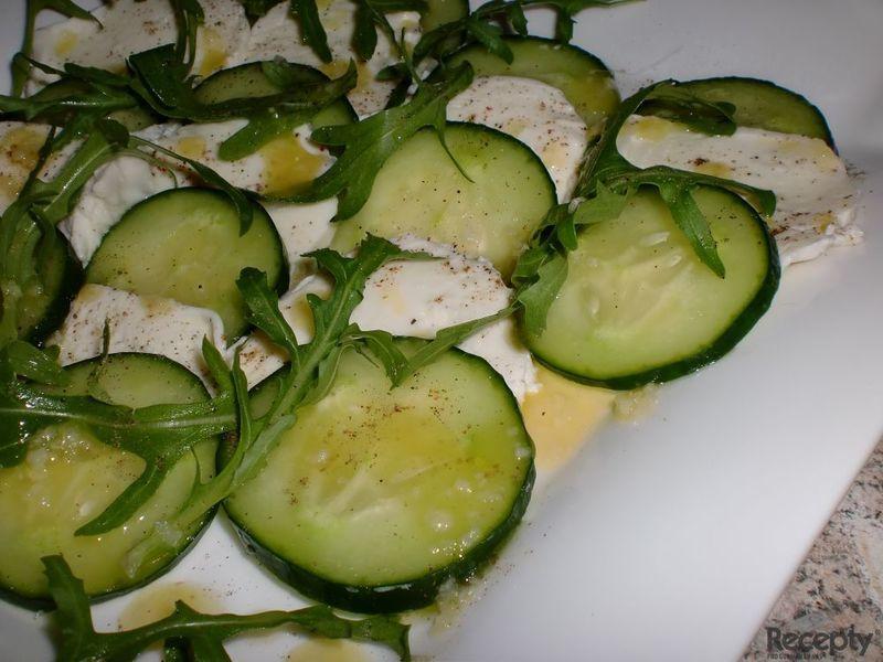 Okurkový salát tak trochu po italsku