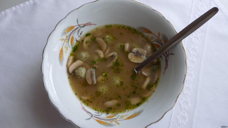 Žampiónová polévka s knedlíčky