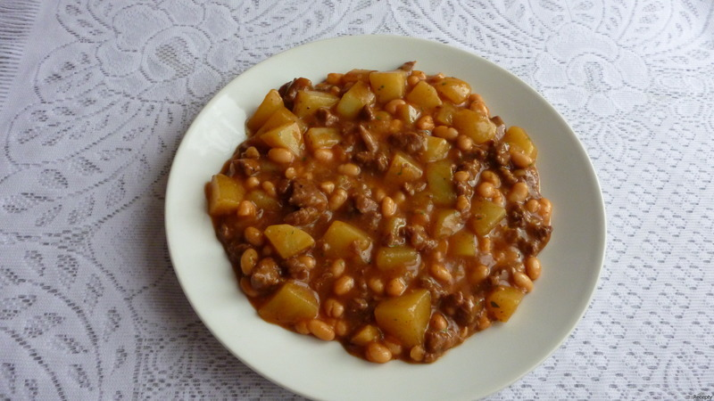 Bramborový guláš s hovězím a fazolemi
