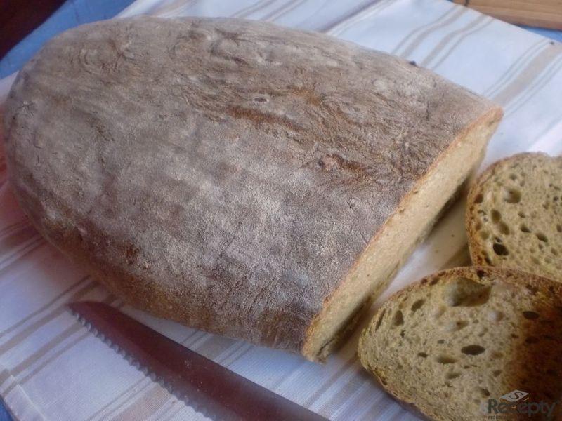 Chlebík se špenátem, ořechy a balkánským sýrem