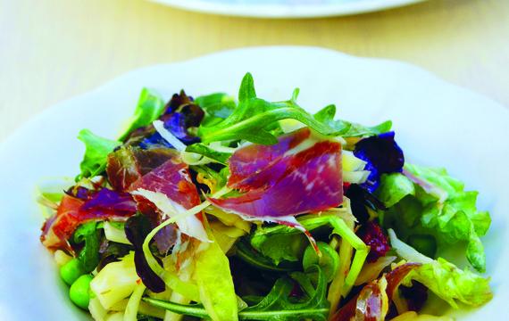 Salát se šunkou jamón ibérico