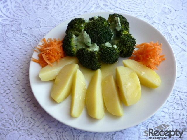 Brokolice s dipem a brambory
