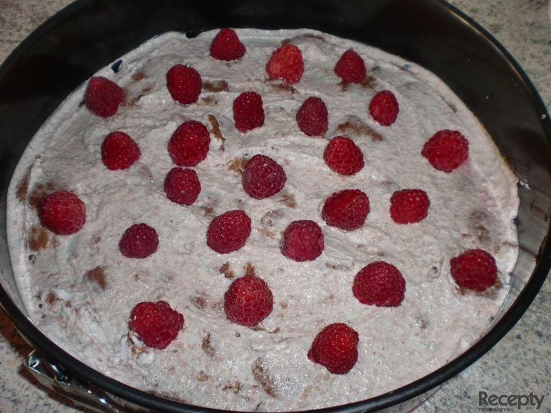 Osvěžující tvarohový dortík s malinami