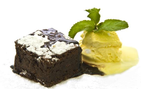 Hot Brownie s čokoládou a vanilkovou zmrzlinou