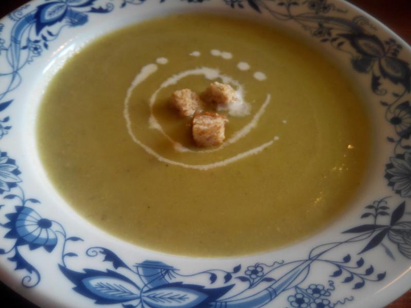 Pórkovo-hrášková polévka