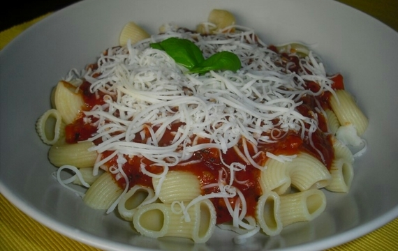 Těstoviny s pomodoro rajčaty