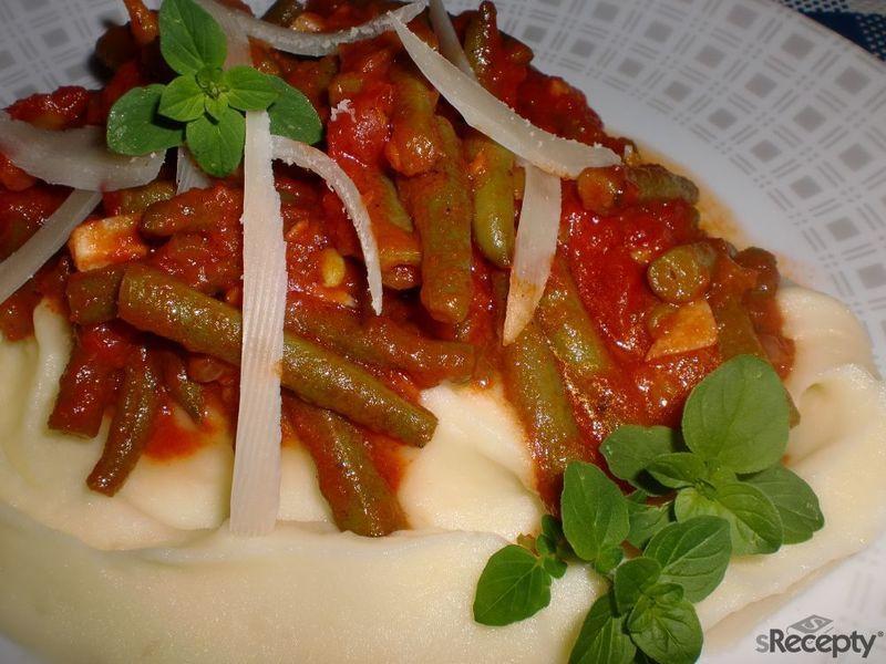 Fazolky na rajčatech a česneku