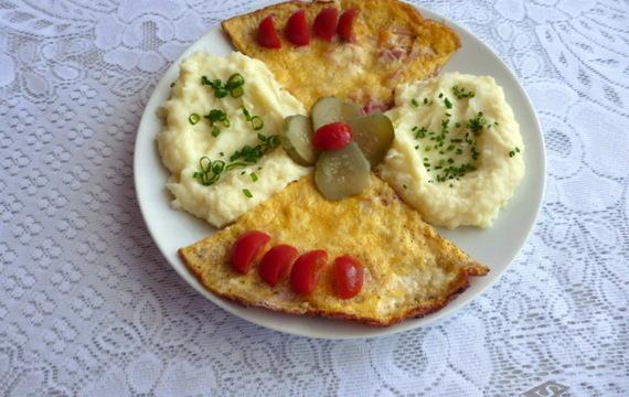 Šunková omeleta s bramborovou kaší