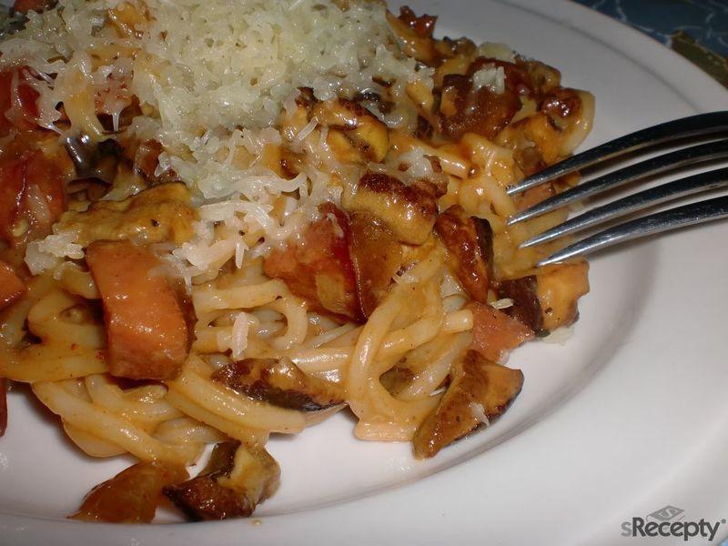 Špagety s houbovou směsí