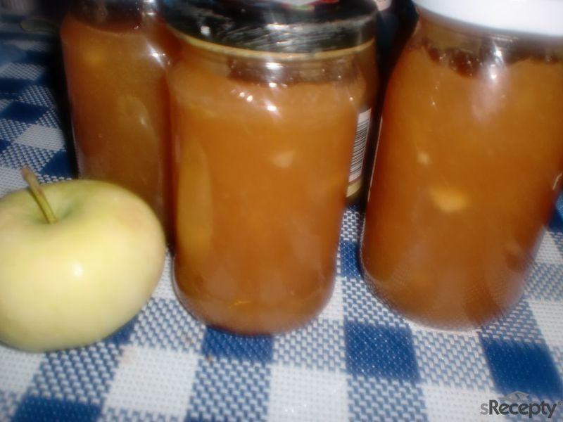 Jablečné želé s bílým rumem