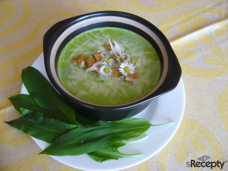 Krémová polévka z medvědího česneku s parmazánem