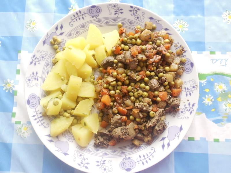 Dietní kuřecí játra se zeleninou
