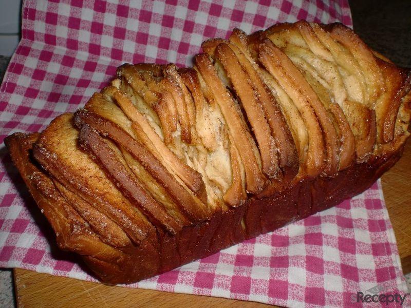 Kynutý skořicovo - cukrový chlebíček