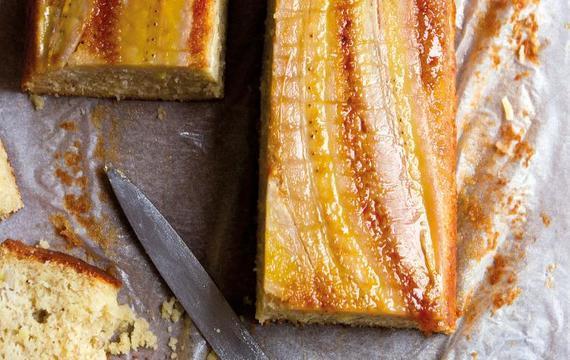 Obrácený banánový koláč