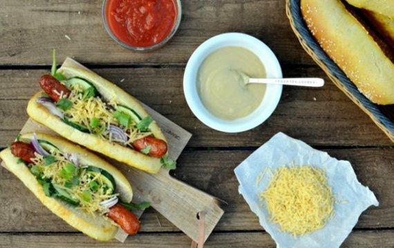 Hot dog s domácím lilkovým dipem