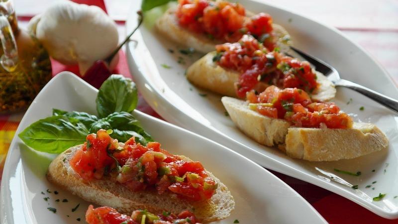 Bagety s rajčatovo-sardelovou pastou