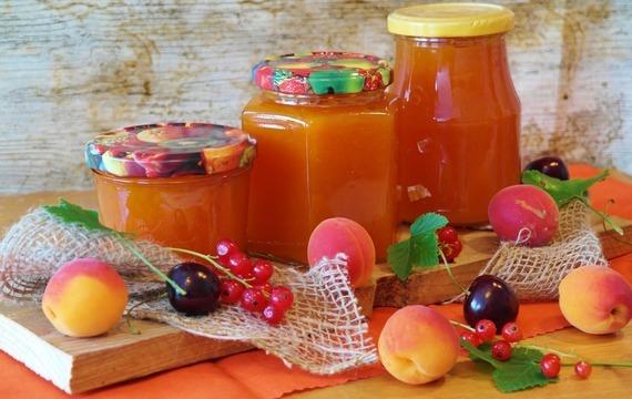 Meruňkový džem s mandlemi