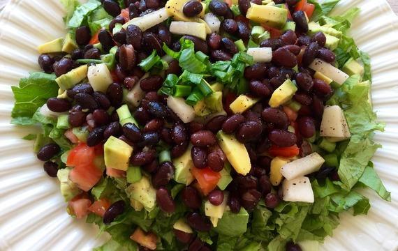 Salát z pečených paprik a fazolí