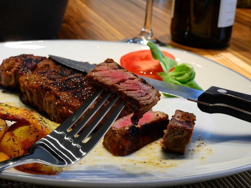 Flank steak kávový s rajčatovou salsou