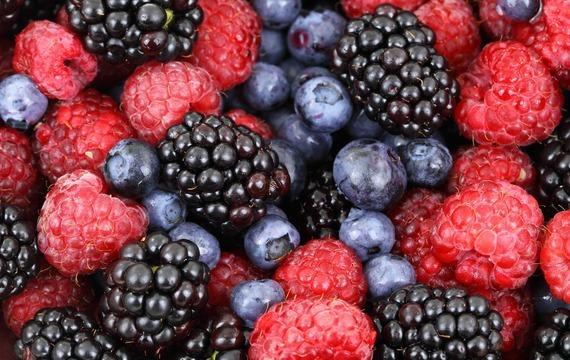 Tartaletky s lesními plody a vanilkovým krémem