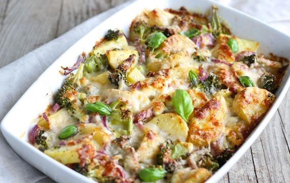 Zapečené brambory s lososem a špenátem