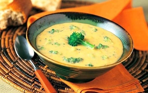 Zelená polévka s brokolicí