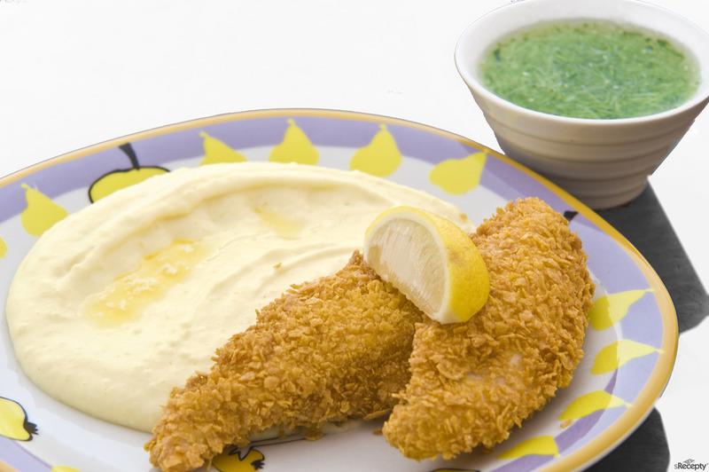 Kuřecí prsíčka obalovaná v corn flakes s bramborovou kaší a okurkovým želé