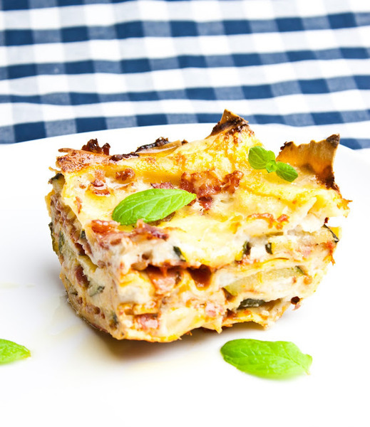 Lasagne s cuketou, šunkou a mandlemi