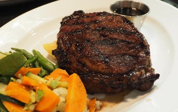 Bifteky s omáčkou z balsamica