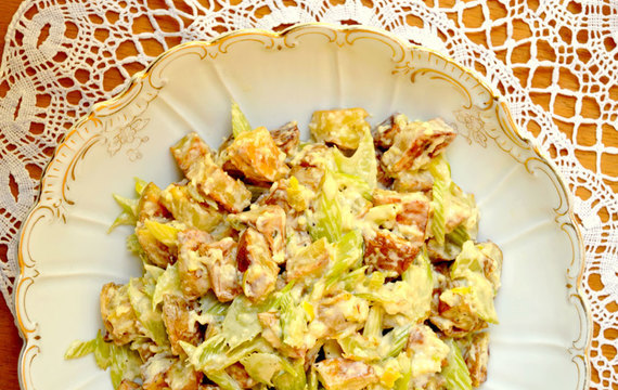 Salát s bramborami a řapíkatým celerem