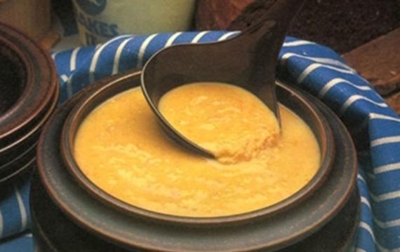 Cizrnová polévka s citrónovou kůrou