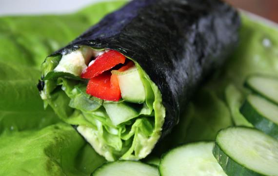 Zeleninové závitky v řase Nori
