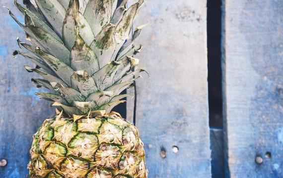 Ananas se skořicovou omáčkou