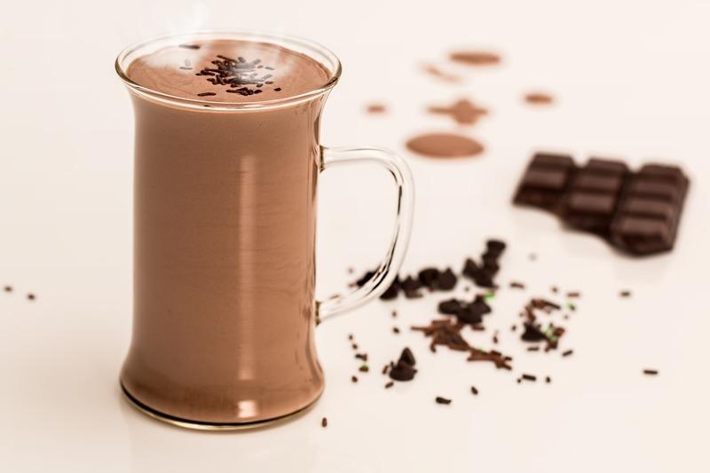Žloutková horká čokoláda se šlehačkou
