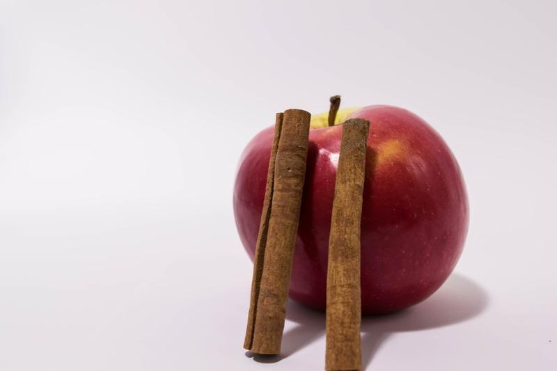 Pekanový nákyp se skořicovým jablkem