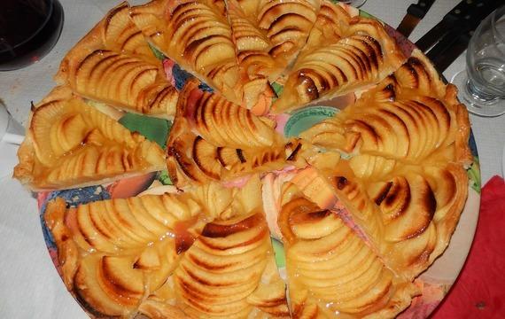 Jednoduchý jablkový koláč z listového těsta