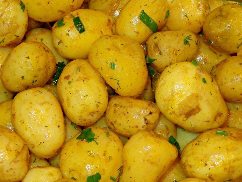 Nové brambory s koprem