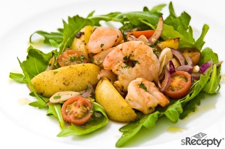 Teplý krevetový salát