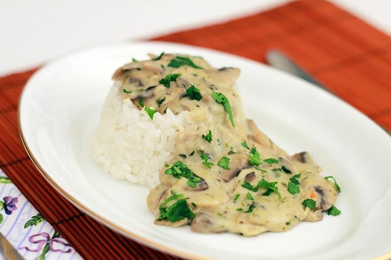 Dušená rýže s houbami