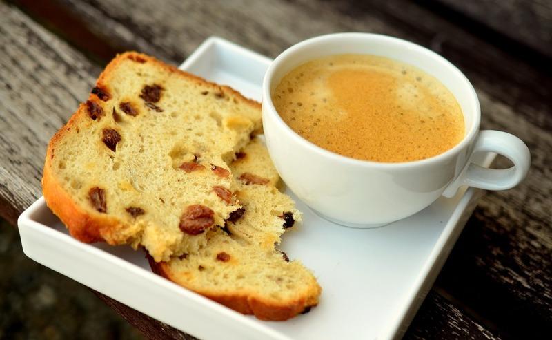 Kávová bábovka s lískovými oříšky