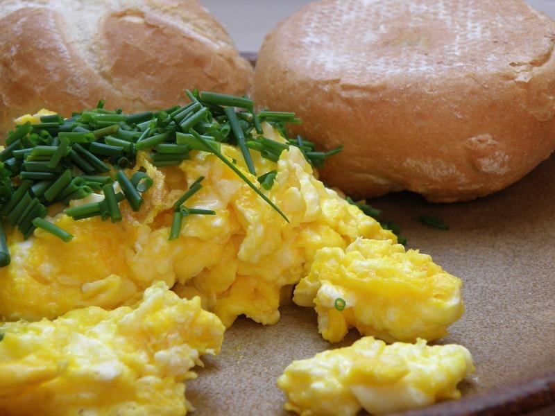 Míchaná vejce s nudlemi