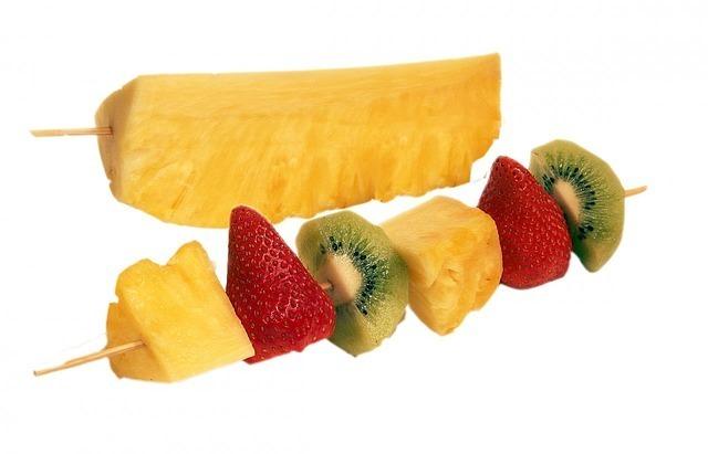 Ovocný špíz s vinnou pěnou