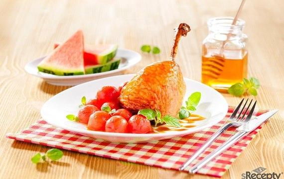 Kachní stehna s melounem a medem
